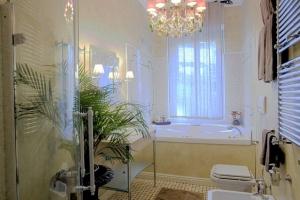 Foto appartamenti e ville art business srl arredamenti for Ville arredamenti interni